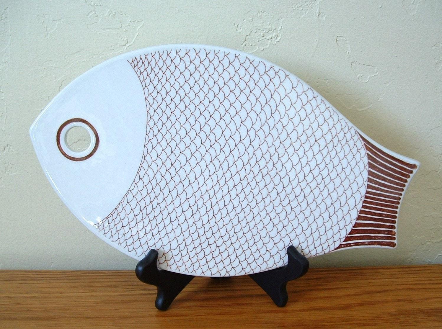 Vintage arabia of finland fish trivet fish cutting board for Fish cutting board