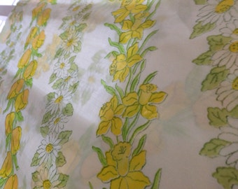 Pillowcase Yellow daffodil and daisy print