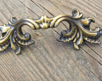 Brass Coloured French Provincial Drawer Pulls Set Of 3 Vintage New Ornate Dresser Handles Ilco Unican