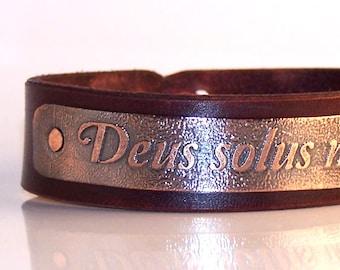 Deus solus me iudicet - Only God can judge me - Mens leather bracelet,  inscription in Latin