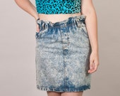 Hot Gossip vintage high waisted acid wash skirt with ruffled elastic waistband and front pockets / belt loops / 1980s