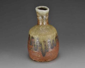 Shigaraki, anagama, ten-day anagama wood firing, with natural ash deposits sake bottle. tokuri-07