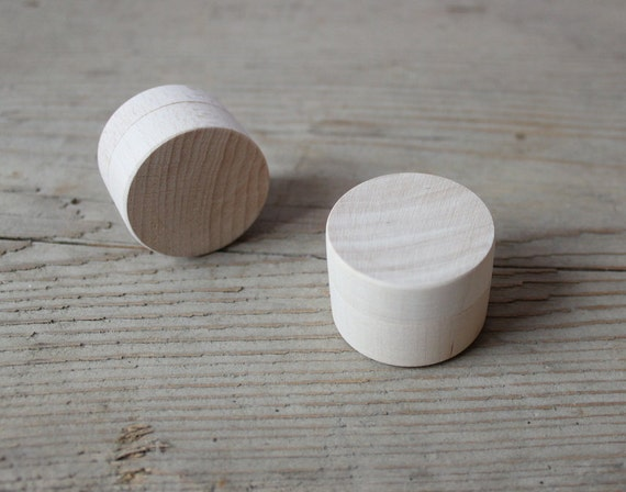 Tiny wooden boxes set of 10 small round jewelry by nelistudio for Circular wooden box