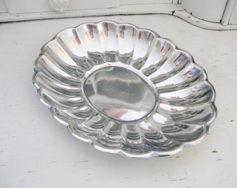 Vintage Reed and Barton Tray or Bowl, Holiday  Silver Plated Bread Tray