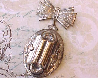Charming Vintage Locket Brooch with Bow Top