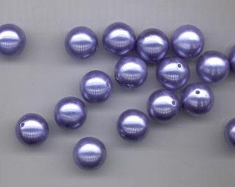 Eighteen beautiful vintage lucite beads - bluish purple (blurple) -13.6 mm rounds