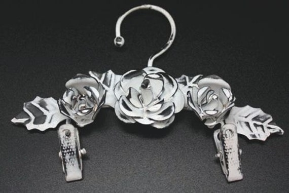 Melissa Frances - Flower Hanger with Clips - 6 Inch