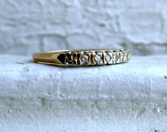 Classic Art Deco Vintage 14K Yellow Gold Diamond Wedding Band.