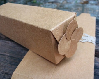 Kraft box / gift box / set of 10 pcs. / for small package/ with flower shape on top.
