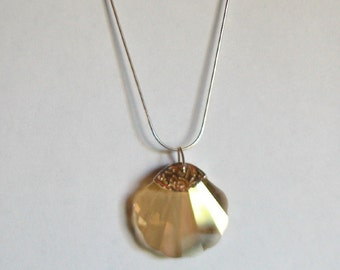 Swarovski Shell Necklace (golden shadow colour)