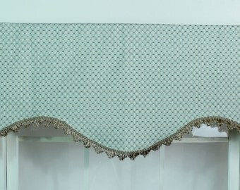 Diamond Dot in shaped valance in multiple sizes with scalloped trim
