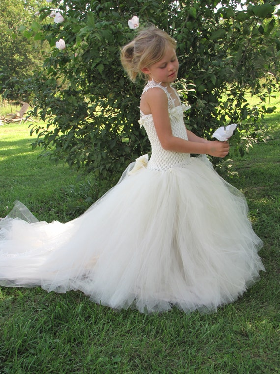 Items similar to Girls Tulle Flower Girl dress, Flower ...