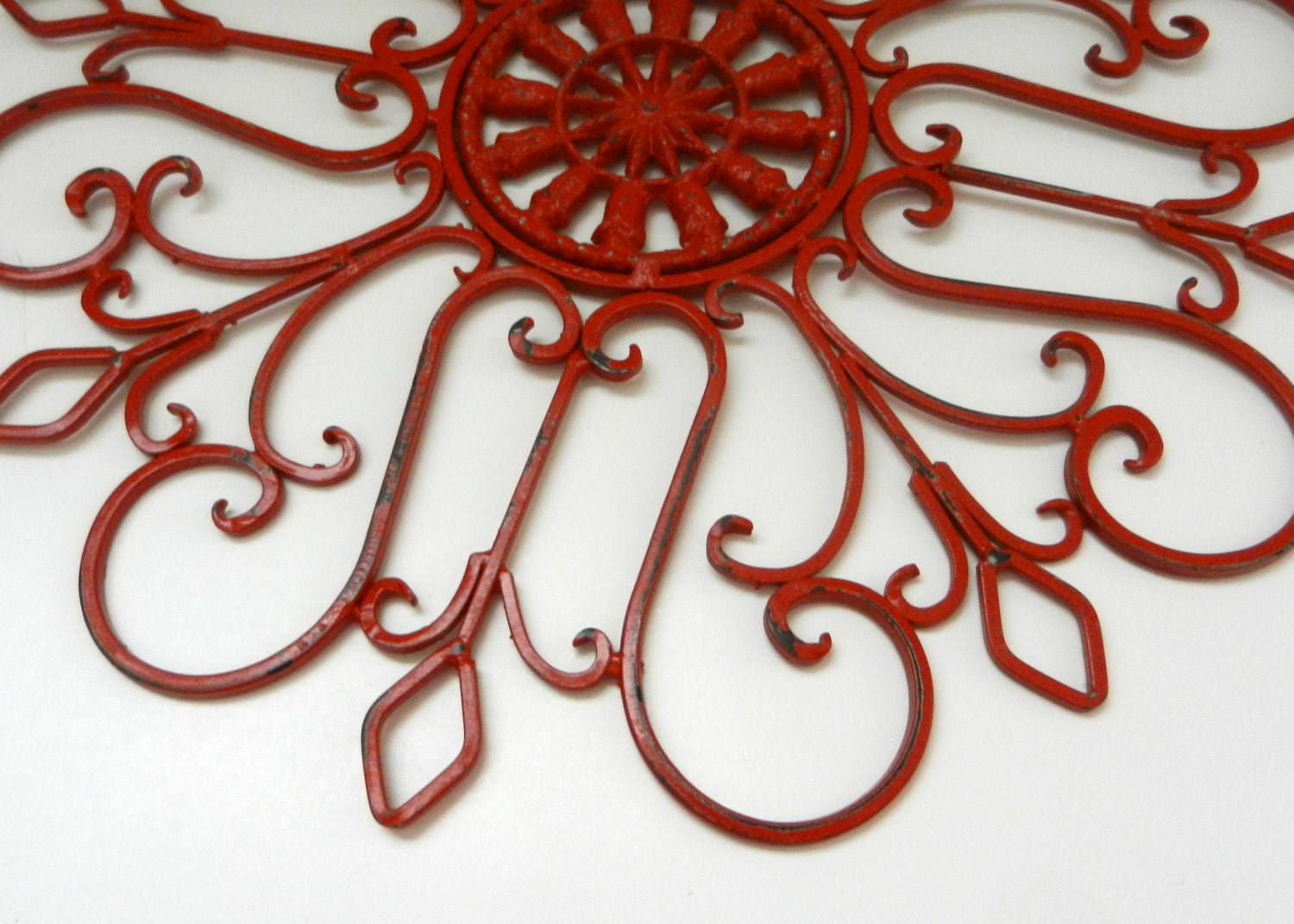Metal garden decor wall medallion fence decoration yard art for Red wall art