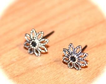 Flower Stud Earrings - Flower Cartilage Earrings, Helix Studs, Tragus Studs, Large studs, Body Piercings