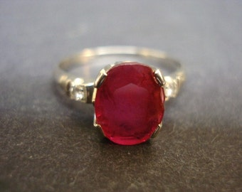 Precious Antique Gold Ring Ruby Stone with Diamond on Each Side 18k White Gold