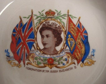 Wonderful Souvenir Bowl Royal Coronation of HM Queen Elizabet II Made by Alfred Meakin England