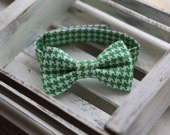 Irish Green Houndstooth Bow Tie (Green & White)