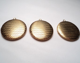 3 pcs. - 32mm Round brass locket with zig zag pattern - m260