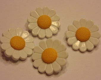 4 large daisy buttons, 26 mm (B3)