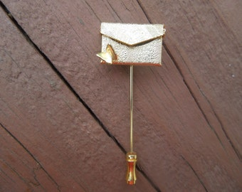 Vintage Gold Tone Pin, Purse that Contains a Thank You Note, Really Pretty.