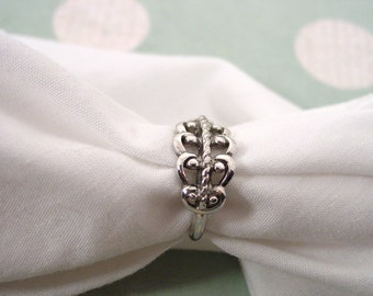 "Avon ""French Filigree"" Silver Tone Ring  Scroll - Vintage 1977"