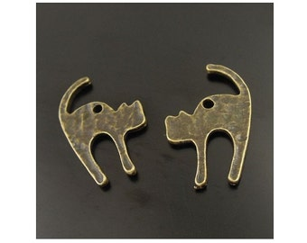 10 Scared Hissing Halloween Cat Charms Hammered Look Bronze Tone Alloy Great for Earrings 27x18 mm