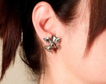 Vintage Silver Tone Lily Flower Screw Back Earrings