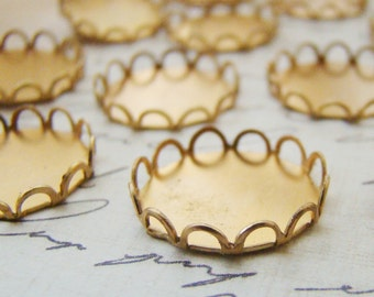 15mm Round Brass Lace Edge Scalloped Bezel Settings - 10