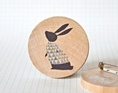 Illustrated wooden brooch - Rabbit