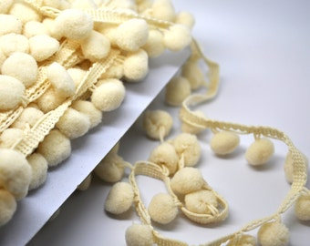 5 yards pom pom fringe - 1 inch - cream - trim - party favor - gift wrap - papercraft - sewing
