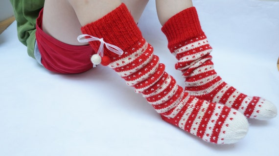 pantoufles de chaussettes enfants tricot s la main haute de. Black Bedroom Furniture Sets. Home Design Ideas