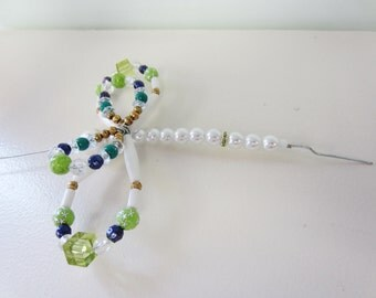 beaded screen saver bug insect green gold blue and white dragonfly butterfly suncatcher