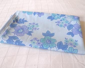 1970's vintage cotton fat quarter (50cm x 56cm), blue flowers