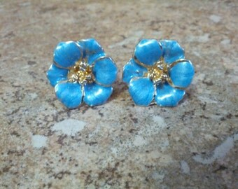 Beautiful and classy vintage Floral motif pierced earrings with Blue enamel