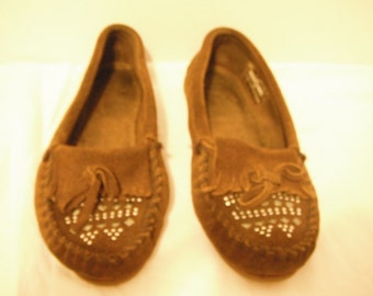 Vintage Minnekonka moccasins, chocolate brown, sequins