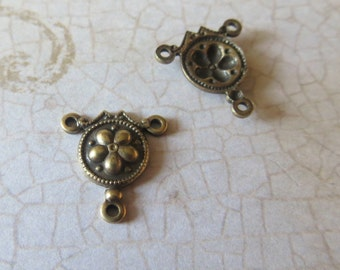 Oxidized Brass Floral 3 Loop Center, Antique Brass Connector, Aged Brass Link, 13mm, 4 pcs