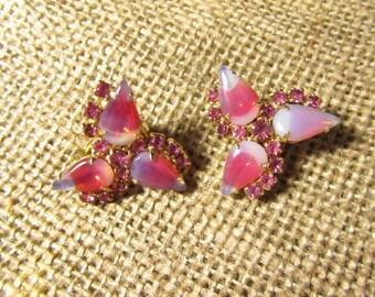 Vintage Pink Earrings, Vintage Jewelry, Clip-on earrings, Pink Rhinestone