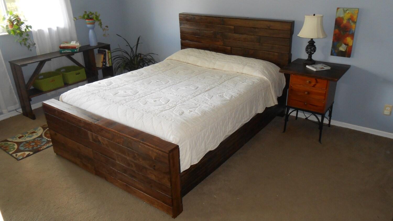 Lit king récupéré des palettes bois par reanimatedwood sur etsy