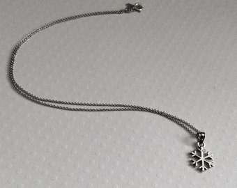 Snowflake Necklace in Sterling Silver, Snowflake Jewelry, Christmas Gift