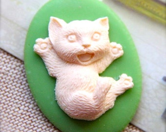 12pcs of resin cat cameo 30x40mm-RC0115-CREAM on green