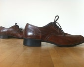 Unisex oxfords with heel / brown leather 1970s dress shoes / size 8