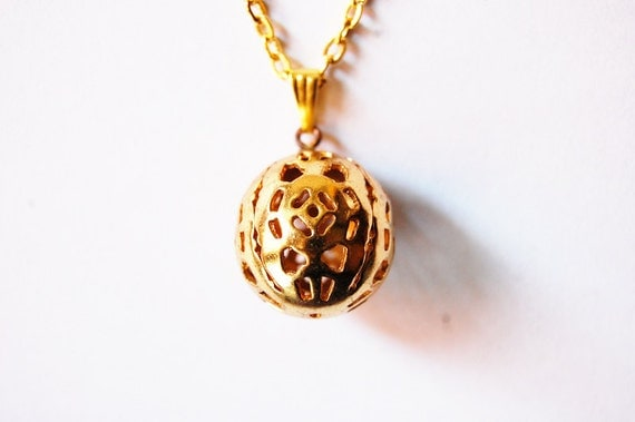 """REAL VINTAGE - Tannis Root  Pendant Necklace in Gold Tone - From Roman Polanski's 1968 """"Rosemary's Baby"""" - Cinema Nerds Gift Idea"""