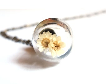 White Daisy Necklace, Glass Orb Necklace, Daisy Necklace, Glass Globe Necklace,Glass Orb Pendant, White Daisy Pendant, Flower Glass Necklace