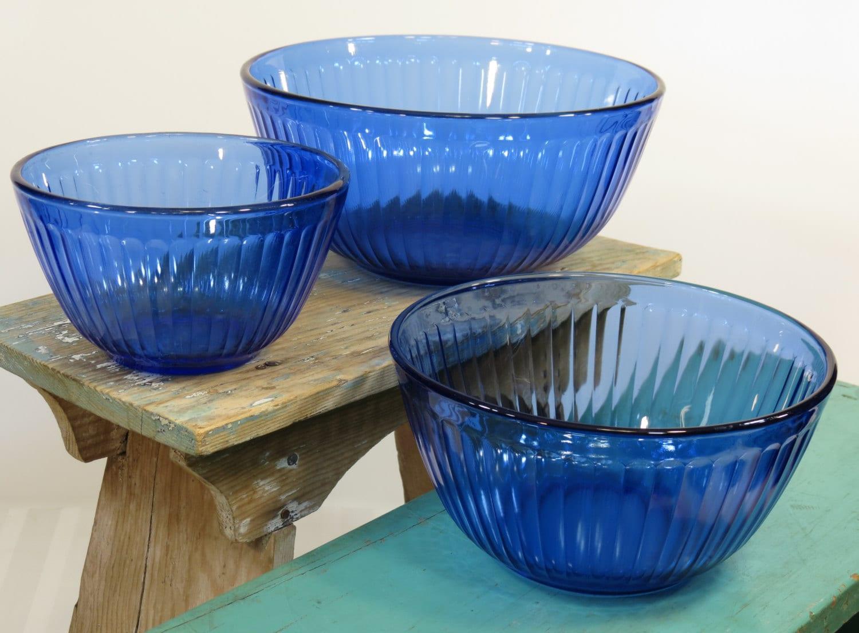 pyrex sculptured cobalt blue glass mixing bowls set of 3. Black Bedroom Furniture Sets. Home Design Ideas