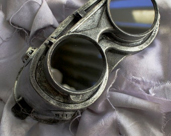Steel Metallic Finish Goggles by Dr. Sharp