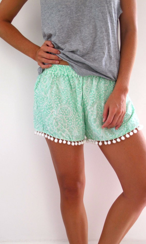 perfect pom pom shorts outfit black