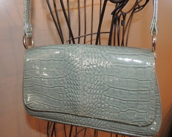 Liz Claiborne Sea Foam Faux Croc Flap Clutch Shoulder Bag Purse Item # P000041 .
