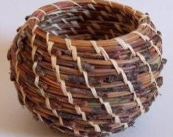 Quick Start Pine Needle Round Basket Weaving Kit - makes one 3 1/2in. Basket (wckqsrdpinendle)