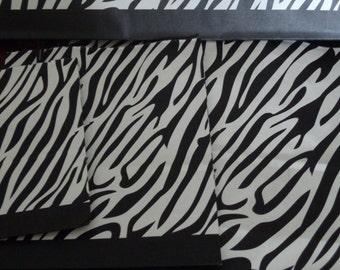 20 X-Large Paper Bags - Black & White Eco Friendly