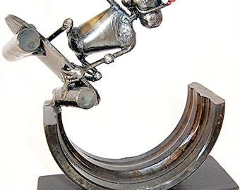 Skateboarding Mouse Sculpture handmade from recycled Steel